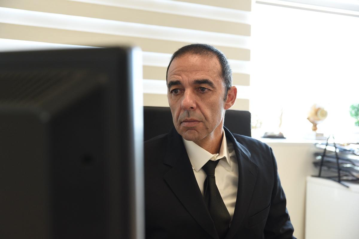 עו''ד נדל''ן רוני חרמון